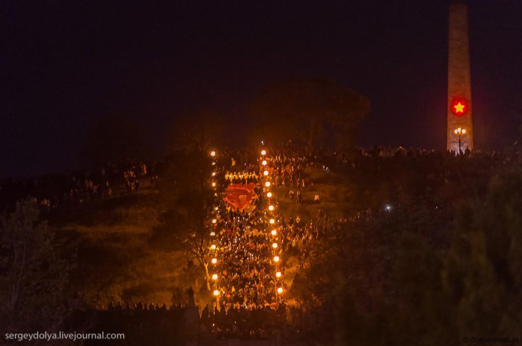Ежегодное факельное шествие на гору Митридат 8 мая