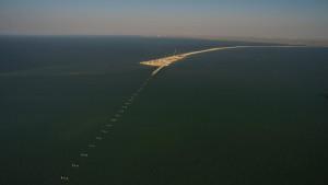 Начало строительства временного моста через Керченский пролив
