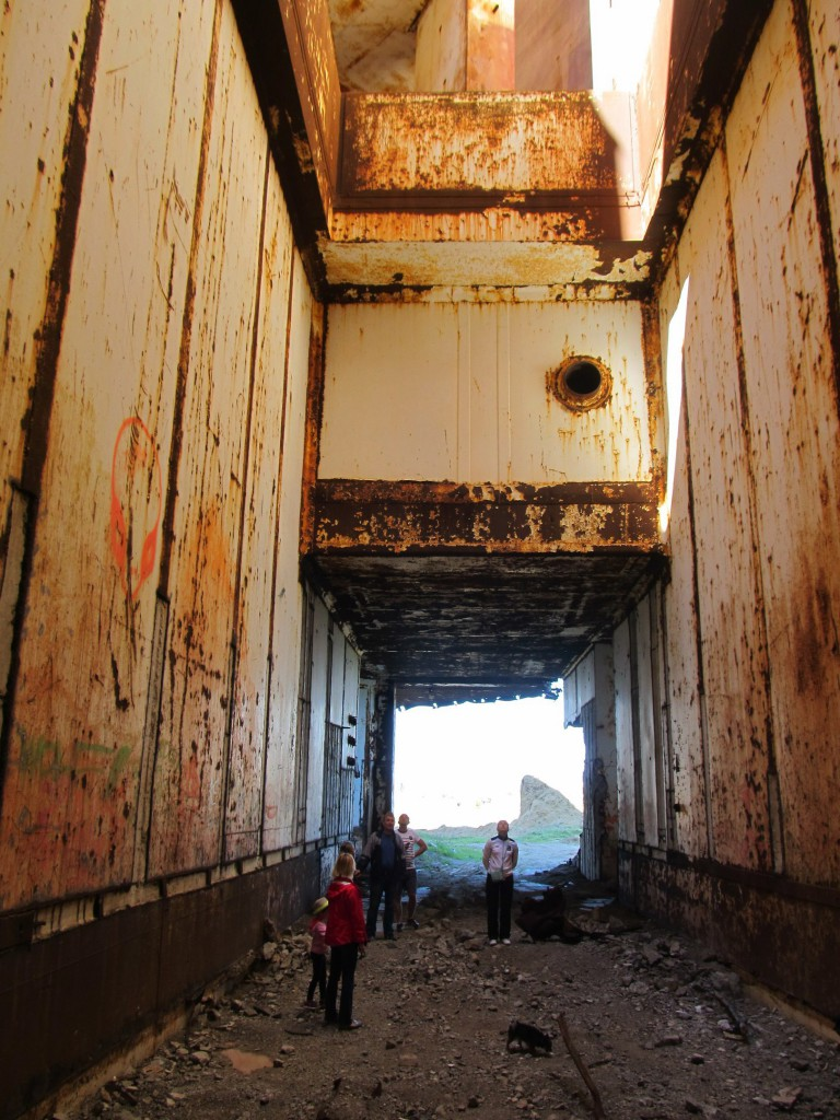 Толщина перекрытий и бетонных стен впечатляет