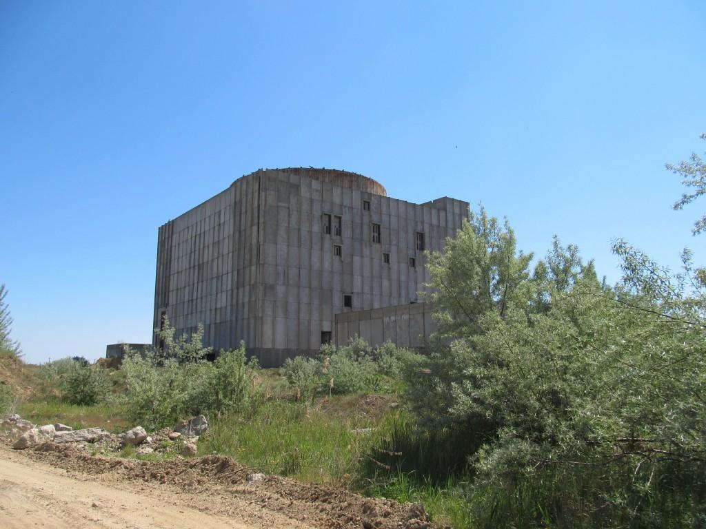 Основное здание, где должен был размещаться реактор