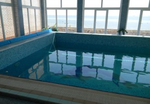 Героевка. База отдыха Коралл, бассейн в сауне, вид на пляж и Керченский пролив