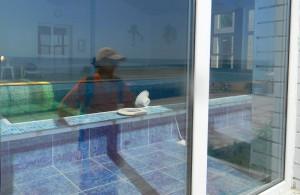 Героевка. База отдыха Коралл, вид с набережной у пляжа на бассейн комплекса сауны