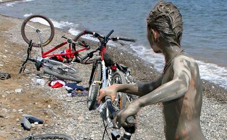 в Лисьей бухте между Солнечной долиной и Коктебелем главное удовольствие это голубая глина