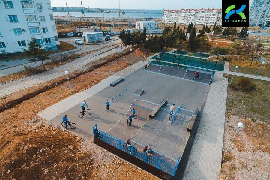 Скейт-парк в общественном пространстве для взрослых и детей в Динопарк, Севастополь