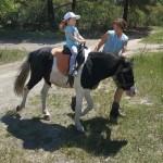 Моя внучка Эллис, первая поездка на пони