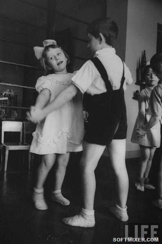 Парадная одежда для танцев в детском саду 1960-х