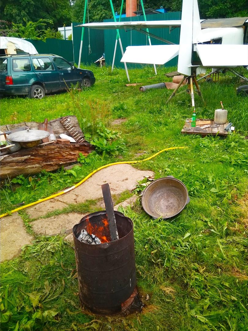 для готовки на казане нужен сваренный таган или грамотный костер и правильные дрова.