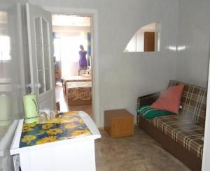 Героевка. База отдыха Коралл, двухкомнатный семейный  номер со всеми удобствами и балконом с видом на море