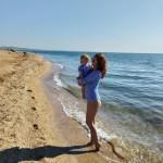 После купания малыша сразу одеваем в сухое теплое и на руки