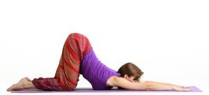 занятия хатха йога для позвоника: дуга вниз и дуга вверх в сочетании с дыхательным упражнениями