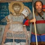 Современная реконструкция византийского воина по старинной фреске в Болгарии